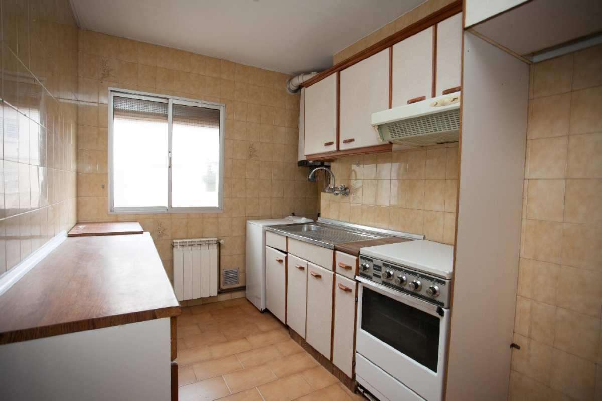 Piso en venta en Zaragoza, Zaragoza, Calle Grupo Alferez Rojas, 114.000 €, 4 habitaciones, 1 baño, 93 m2