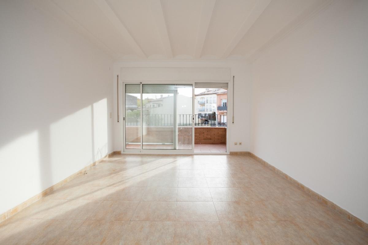 Piso en venta en Maçanet de la Selva, Girona, Calle Can Batista, 109.000 €, 3 habitaciones, 2 baños, 137 m2