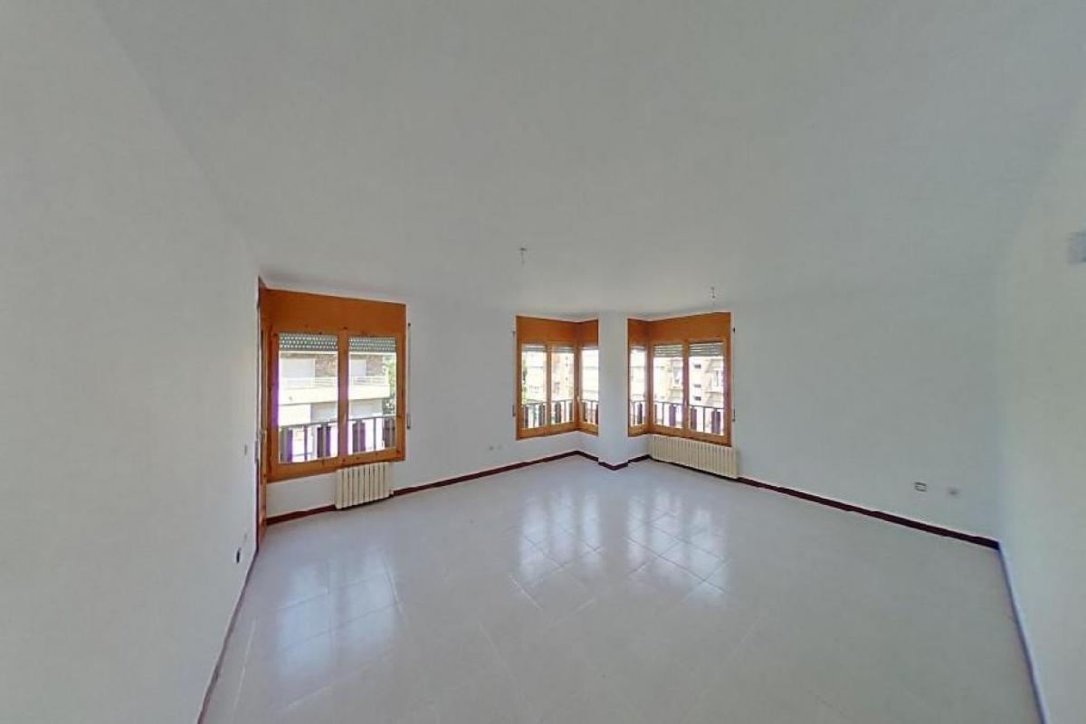 Piso en venta en La Seu D`urgell, Lleida, Paseo Lleteries, 170.000 €, 4 habitaciones, 2 baños, 186 m2