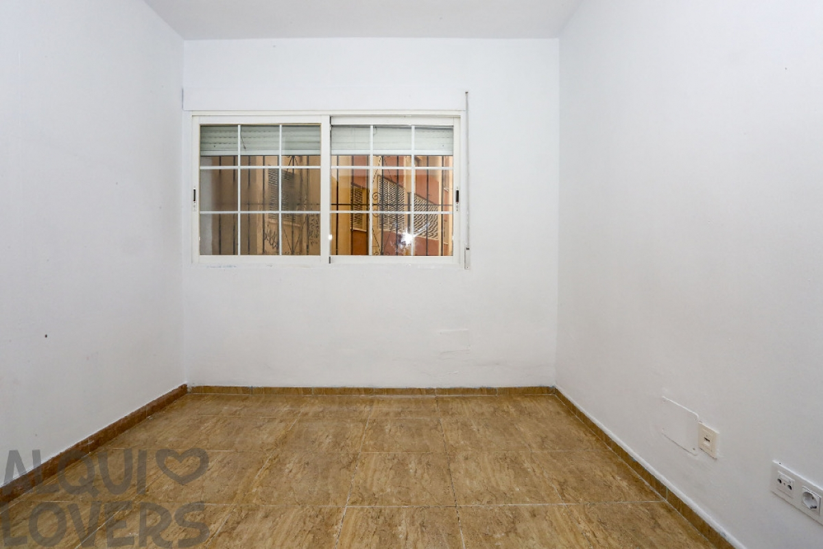 Piso en venta en Benidorm, Alicante, Calle Gorrion, 87.000 €, 3 habitaciones, 1 baño, 64 m2