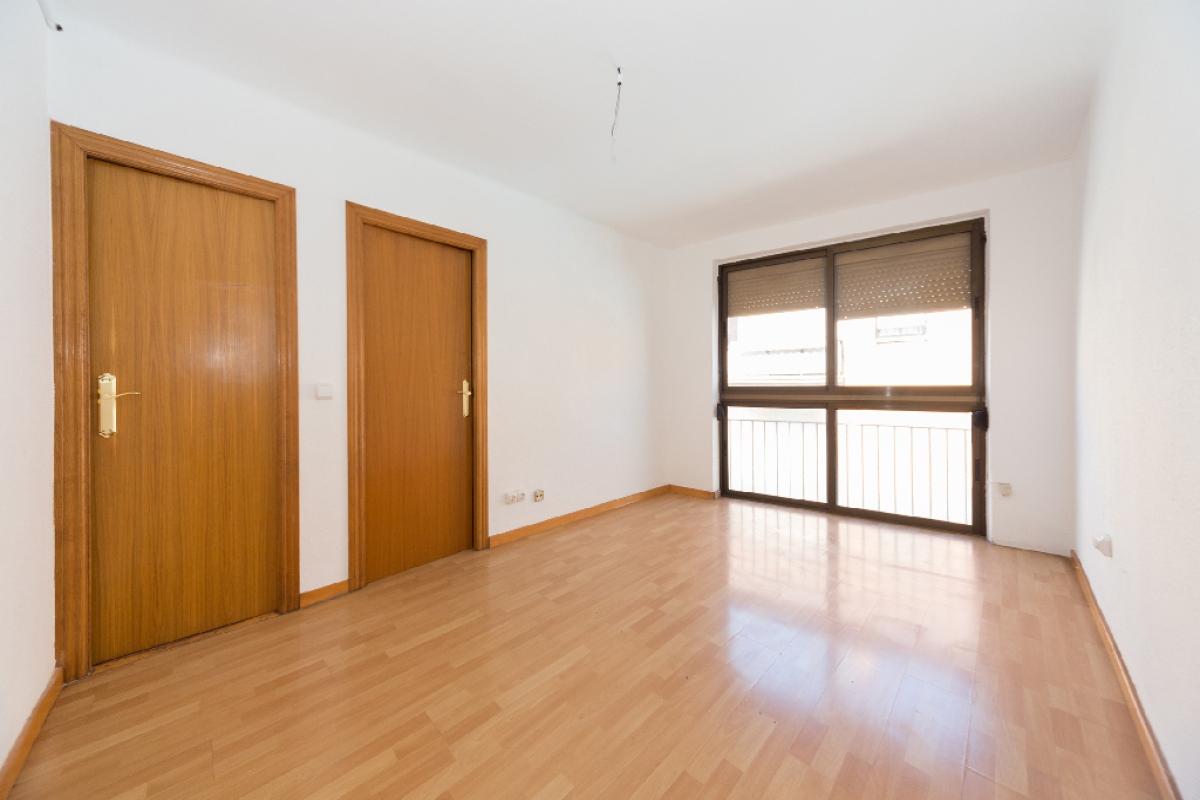 Piso en venta en Santa Coloma de Gramenet, Barcelona, Calle Mila I Fontanals, 134.000 €, 3 habitaciones, 1 baño, 57 m2