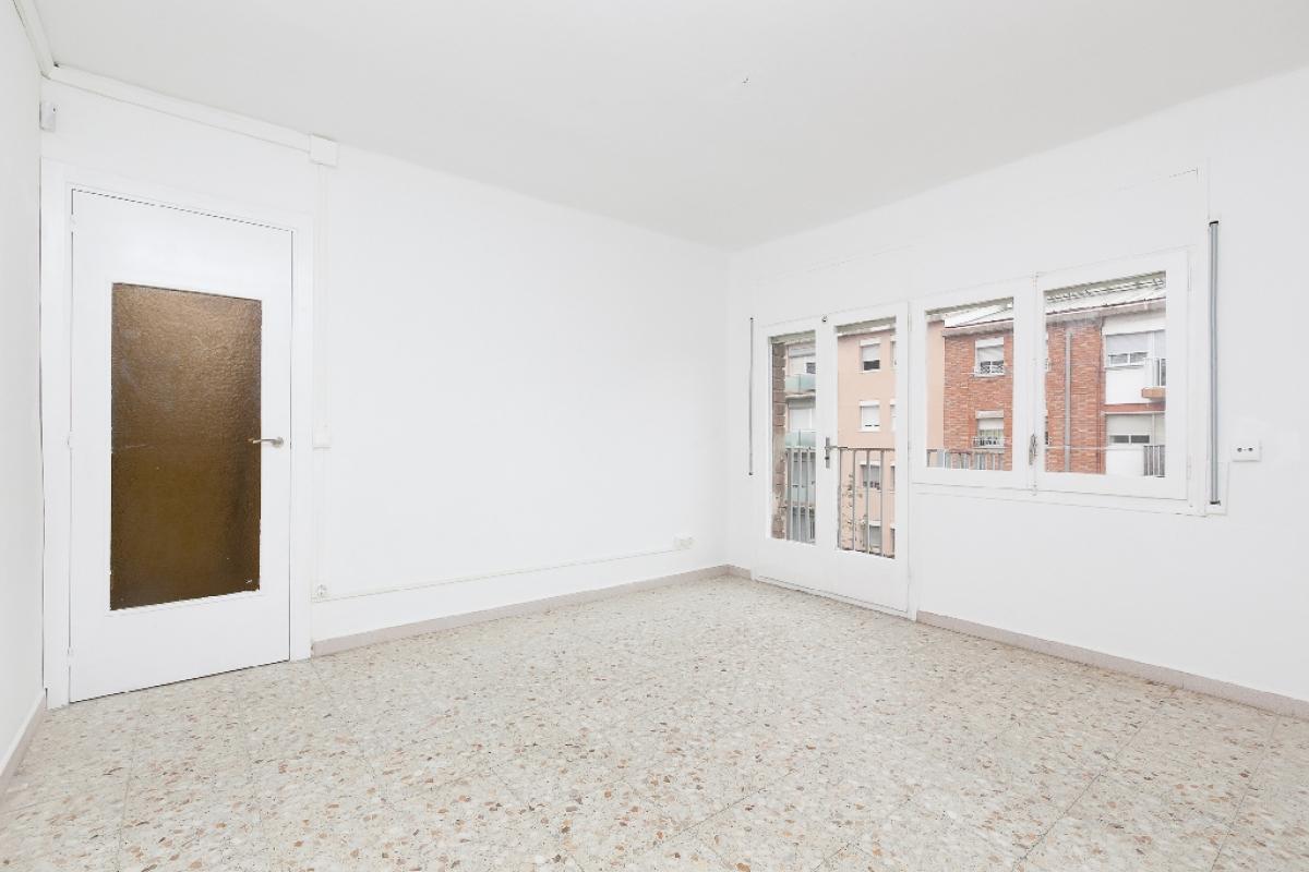 Piso en venta en Terrassa, Barcelona, Calle Sant Crispi, 76.500 €, 3 habitaciones, 1 baño, 74 m2