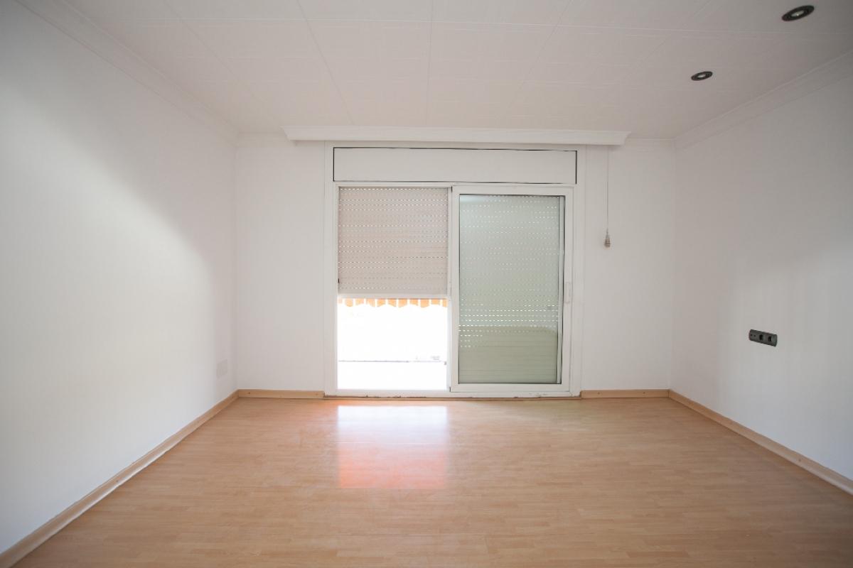 Piso en venta en Rubí, Barcelona, Calle Safir, 144.000 €, 3 habitaciones, 1 baño, 84 m2