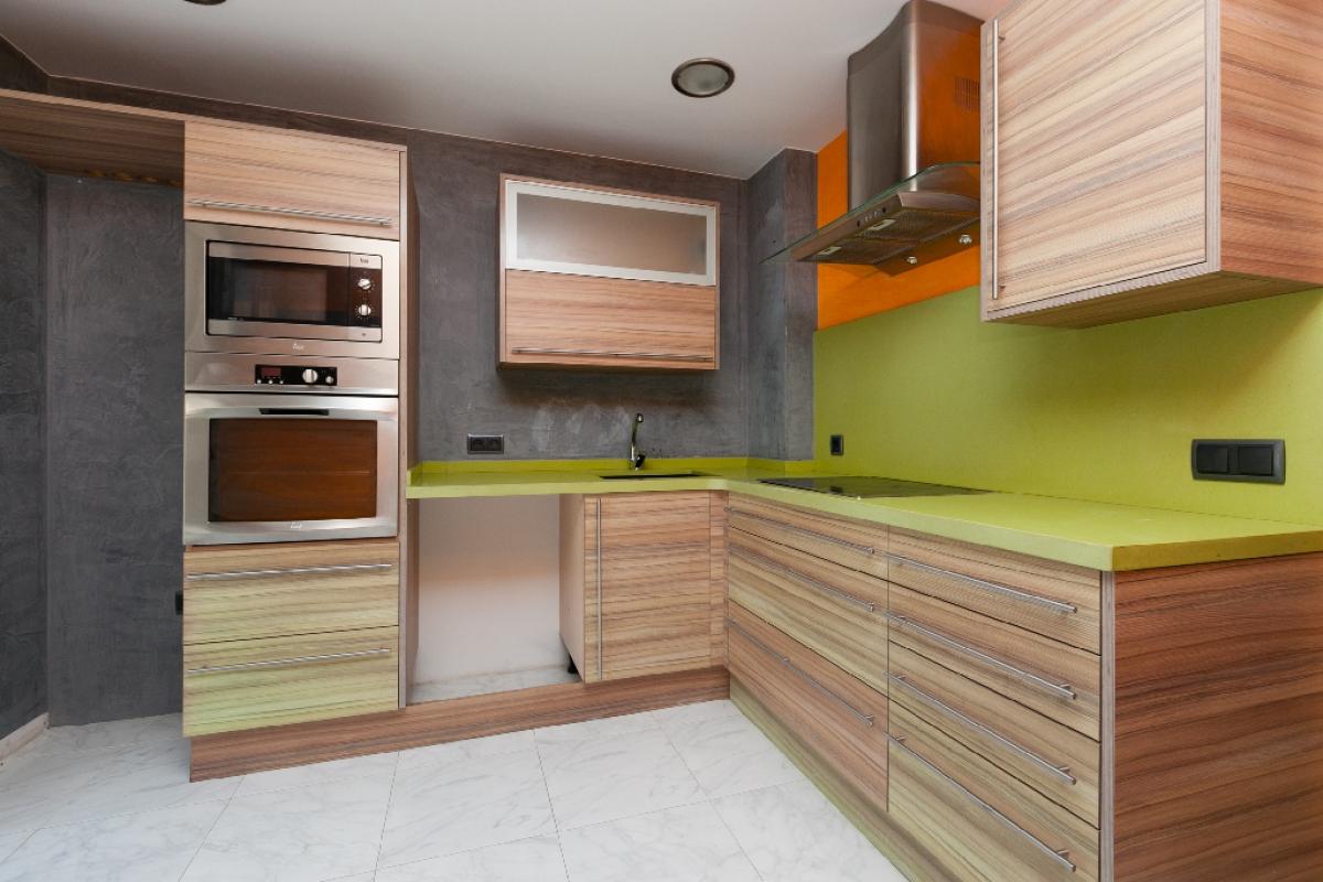 Piso en venta en Sabadell, Barcelona, Calle Dels Alps, 179.000 €, 4 habitaciones, 3 baños, 155 m2