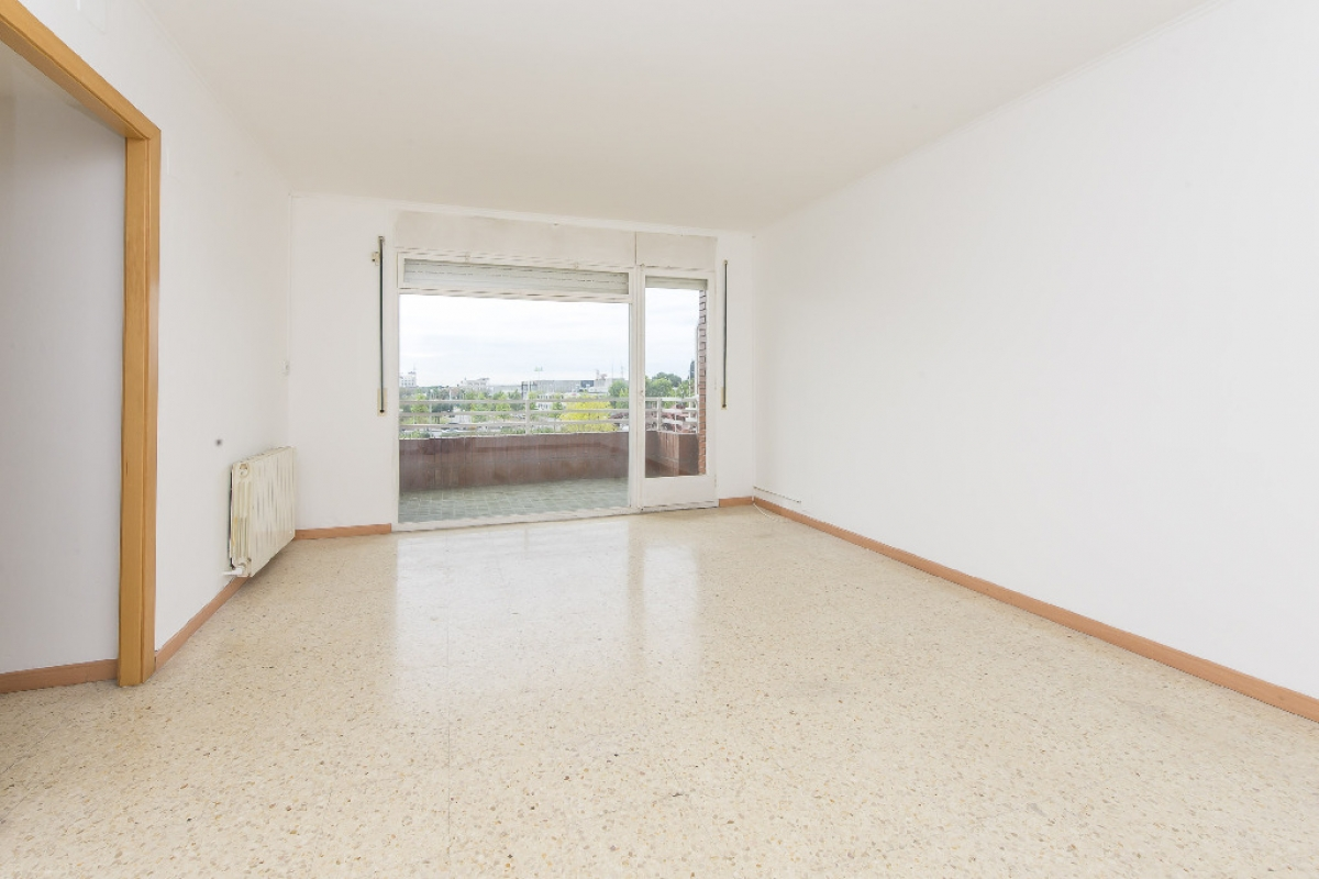 Piso en venta en Sant Boi de Llobregat, Barcelona, Calle Cristofor Colom, 209.500 €, 4 habitaciones, 1 baño, 82 m2