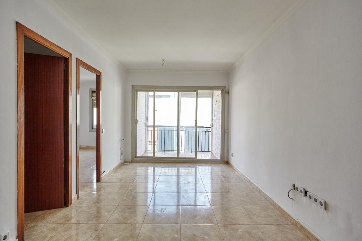 Piso en venta en Santa Coloma de Gramenet, Barcelona, Calle Espriu, 120.000 €, 3 habitaciones, 1 baño, 81 m2