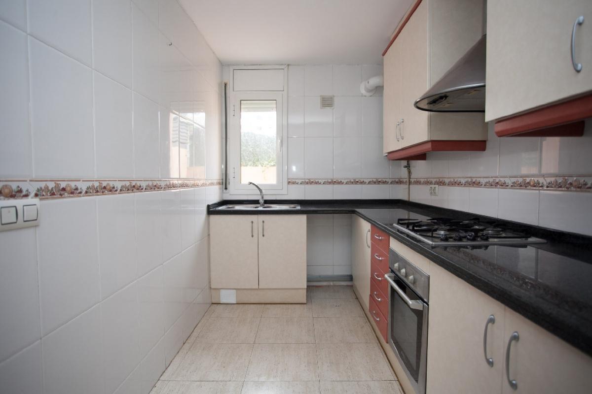 Piso en venta en Tordera, Barcelona, Calle Maresme, 111.500 €, 3 habitaciones, 2 baños, 94 m2