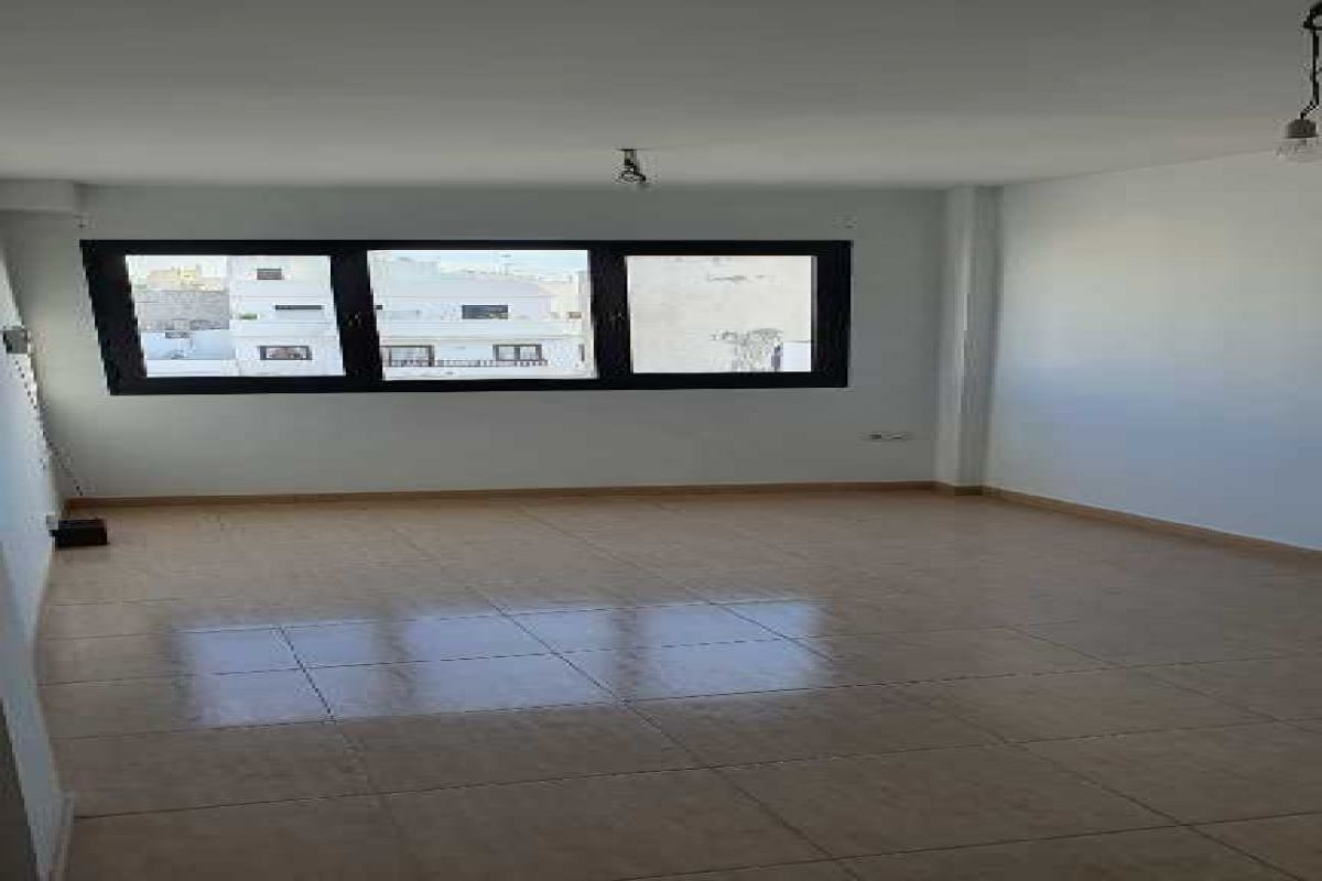 Piso en venta en La Vega, Arrecife, Las Palmas, Calle Coronel Benz, 129.000 €, 3 habitaciones, 2 baños, 113 m2