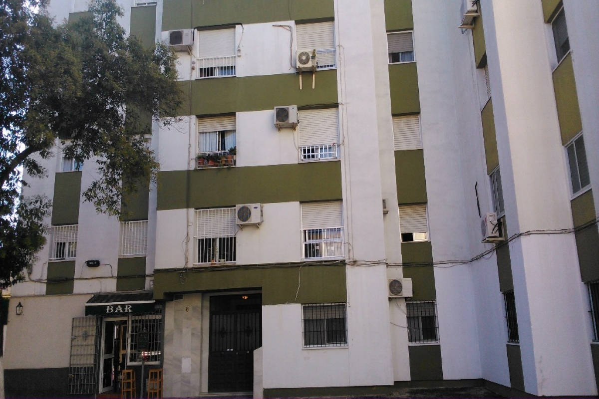 Piso en venta en Guadalcacín, Jerez de la Frontera, Cádiz, Calle Plaza Algodonales, 64.000 €, 3 habitaciones, 1 baño, 73 m2