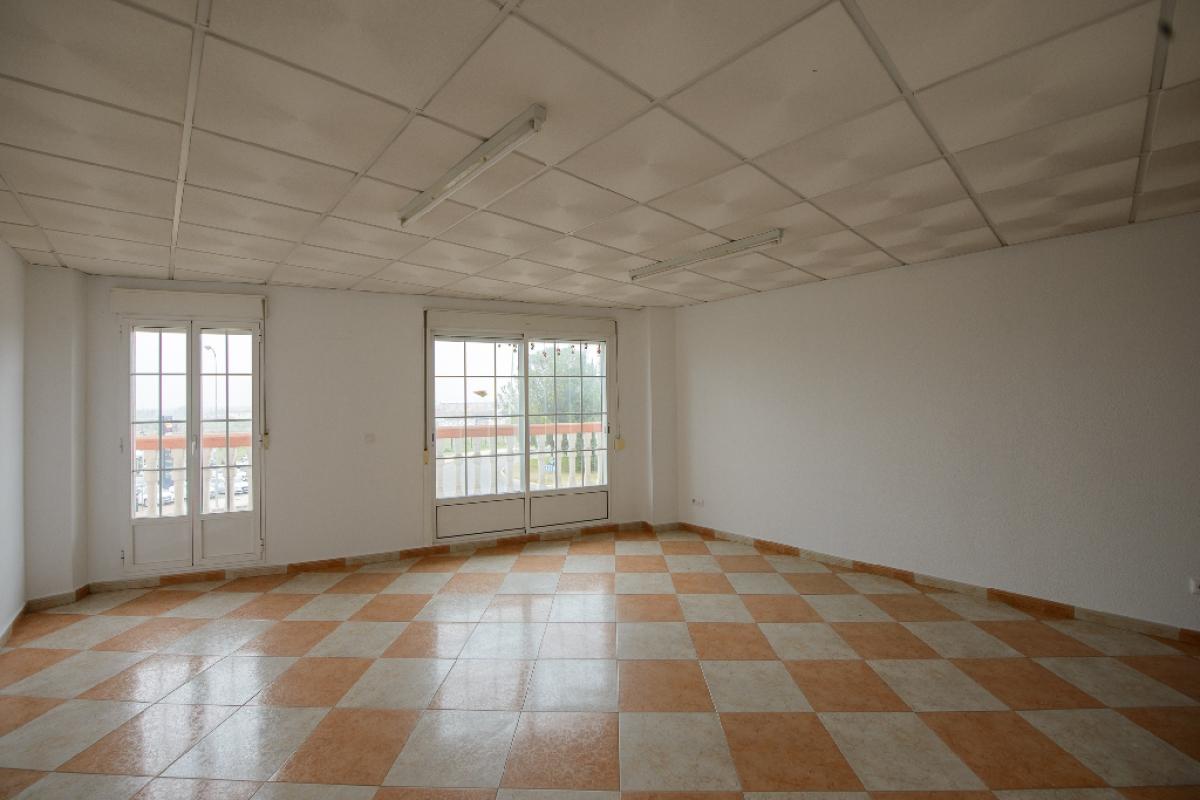 Oficina en venta en Barriada de Llera, Badajoz, Badajoz, Calle Arce, 70.000 €, 104 m2