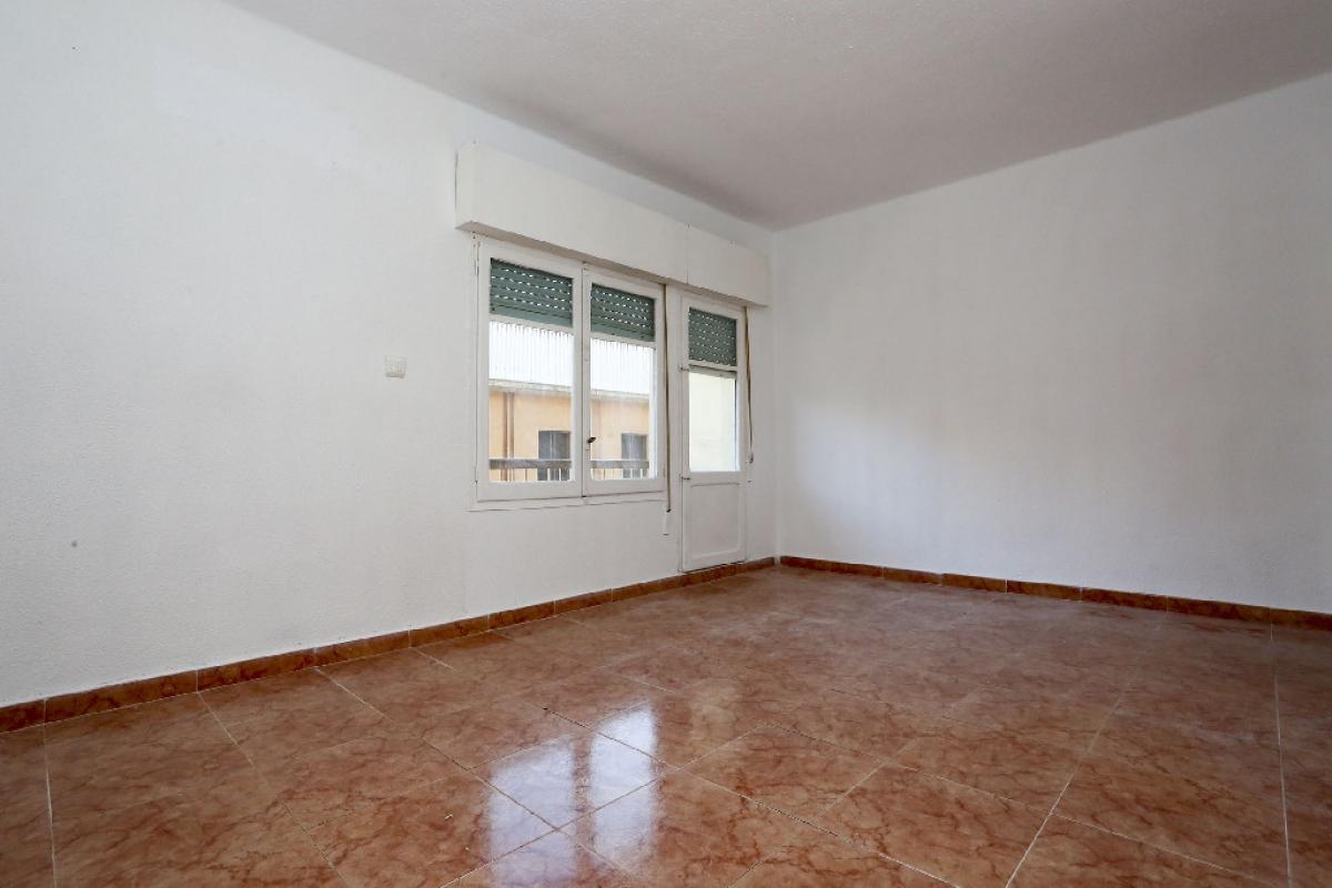 Piso en venta en Urbanización Penyeta Roja, Castellón de la Plana/castelló de la Plana, Castellón, Calle Perot de Granyana, 114.500 €, 4 habitaciones, 1 baño, 119 m2