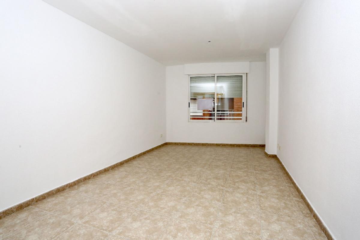 Piso en venta en Grupo la Paz, Castellón de la Plana/castelló de la Plana, Castellón, Calle Lepanto, 174.400 €, 4 habitaciones, 2 baños, 109 m2