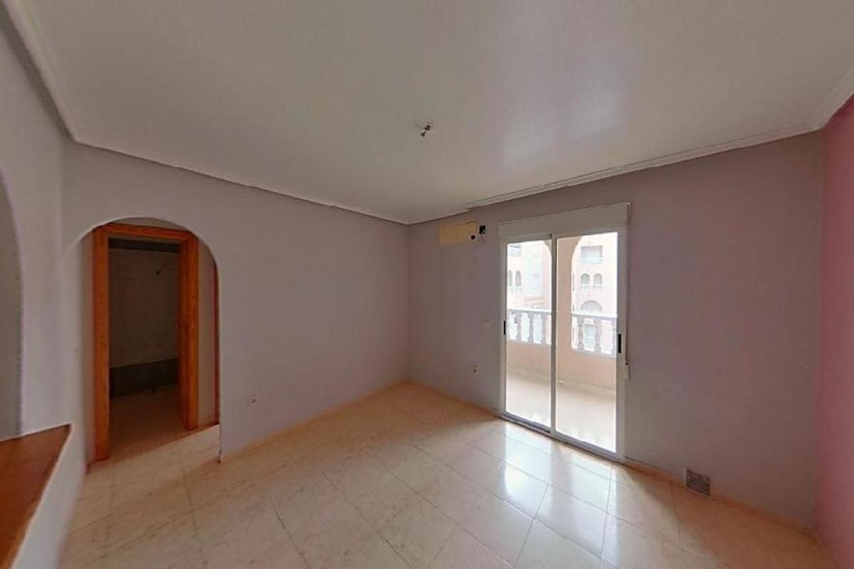 Piso en venta en Torrevieja, Alicante, Calle D Ricardo la Fuente Aguad, 75.000 €, 2 habitaciones, 1 baño, 77 m2