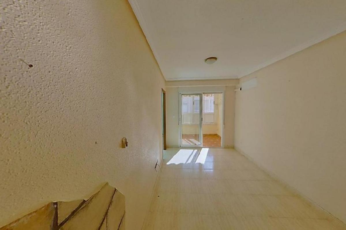 Piso en venta en Torrevieja, Alicante, Calle Vitoria, 70.000 €, 2 habitaciones, 1 baño, 66 m2