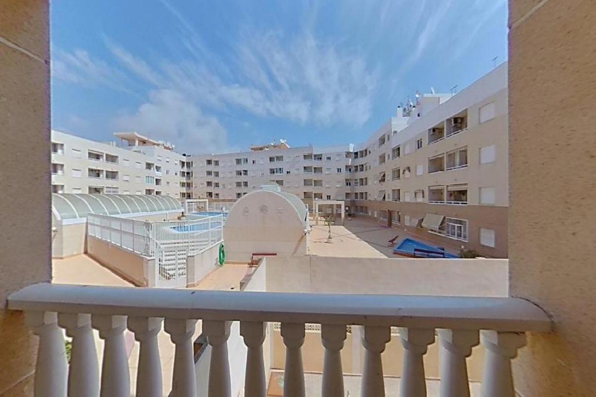 Piso en venta en Piso en Torrevieja, Alicante, 58.500 €, 2 habitaciones, 1 baño, 54 m2