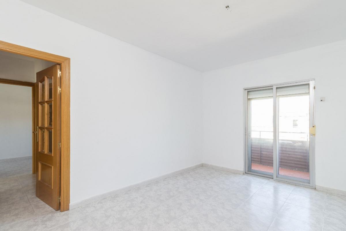 Piso en venta en Torrejón de Ardoz, Madrid, Calle Belgrado, 102.000 €, 3 habitaciones, 1 baño, 70 m2