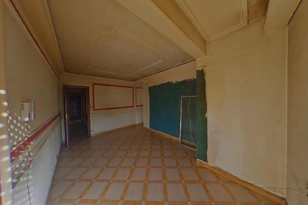 Piso en venta en Valladolid, Valladolid, Calle Zorrilla, 135.000 €, 4 habitaciones, 1 baño, 108 m2