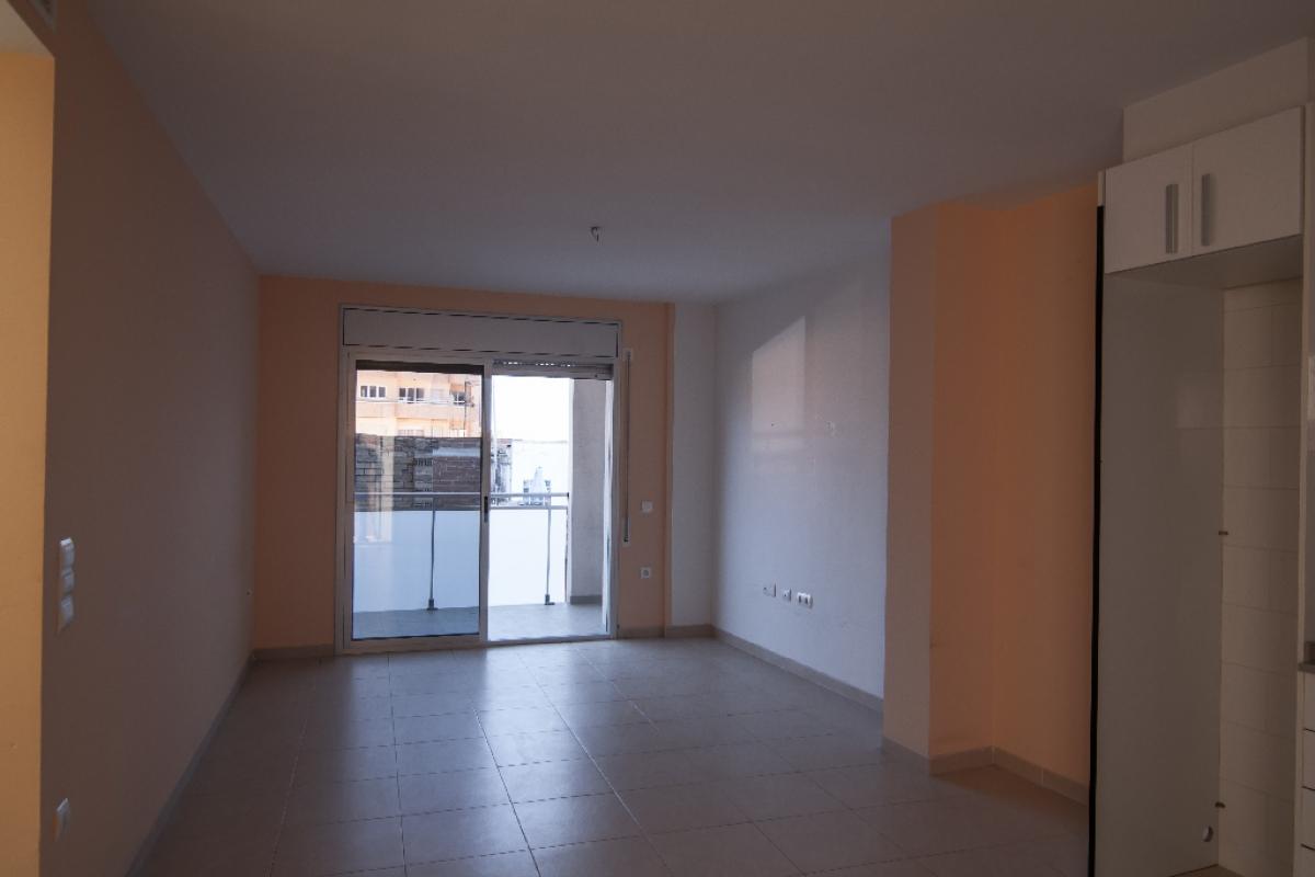 Piso en venta en Mas de Miralles, Amposta, Tarragona, Calle Garcia Morato, 48.000 €, 2 habitaciones, 1 baño, 71 m2