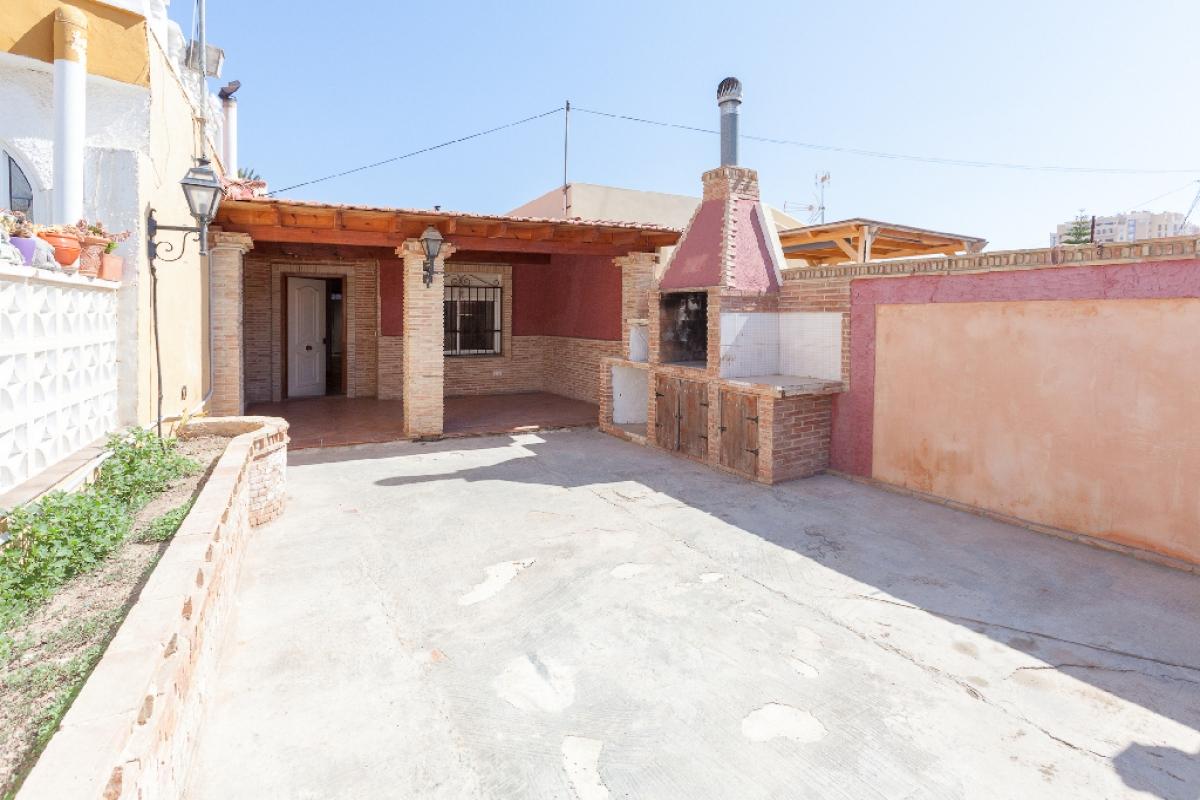 Casa en venta en Torrevieja, Alicante, Calle Gaviotas, 91.000 €, 2 habitaciones, 1 baño, 49 m2