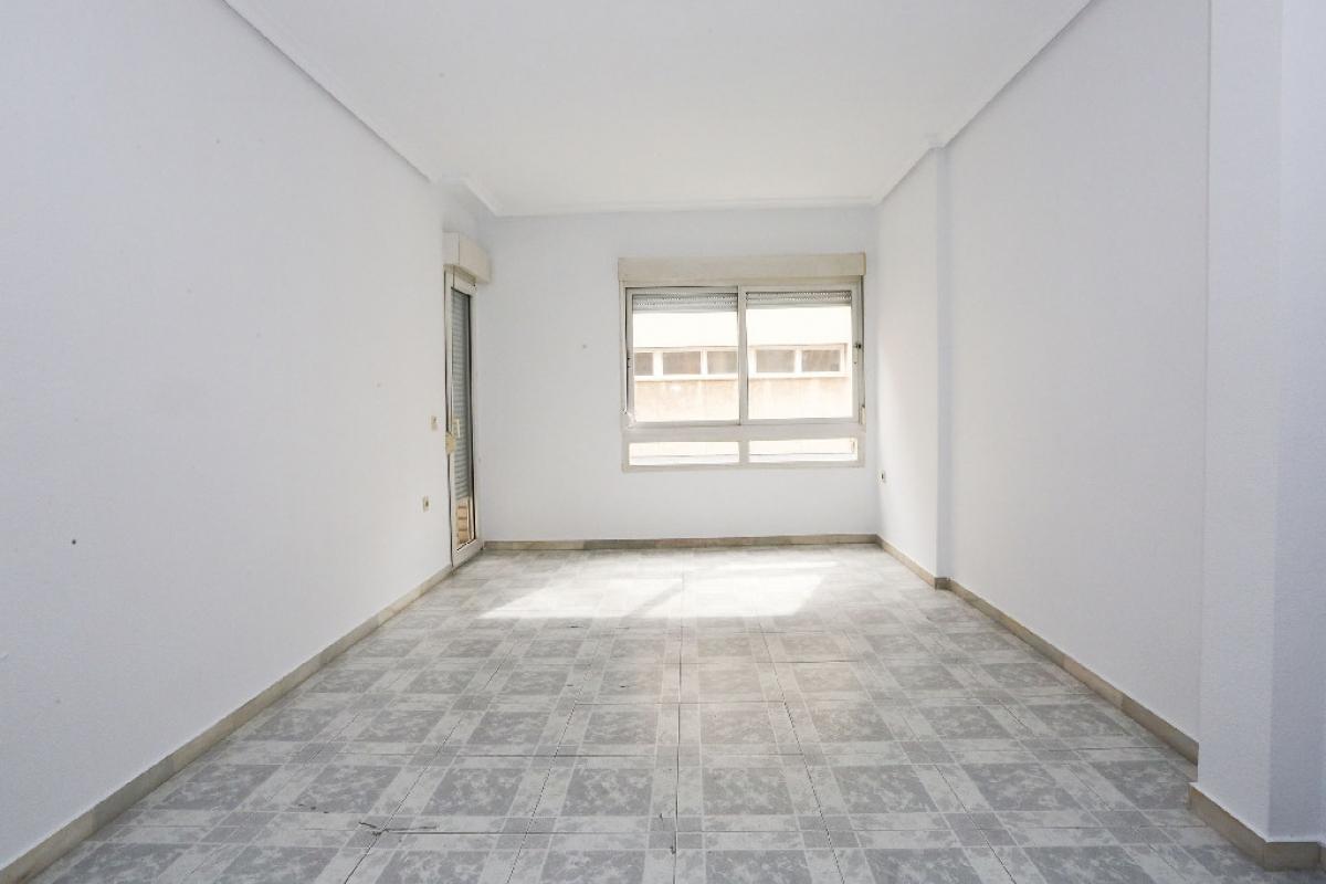 Piso en venta en Torrevieja, Alicante, Calle San Policarpo, 106.000 €, 4 habitaciones, 2 baños, 110 m2