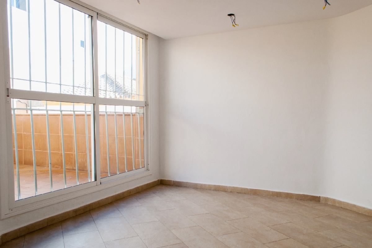 Piso en venta en Algeciras, Cádiz, Calle Amadeo Vives, 79.000 €, 2 habitaciones, 2 baños, 69 m2