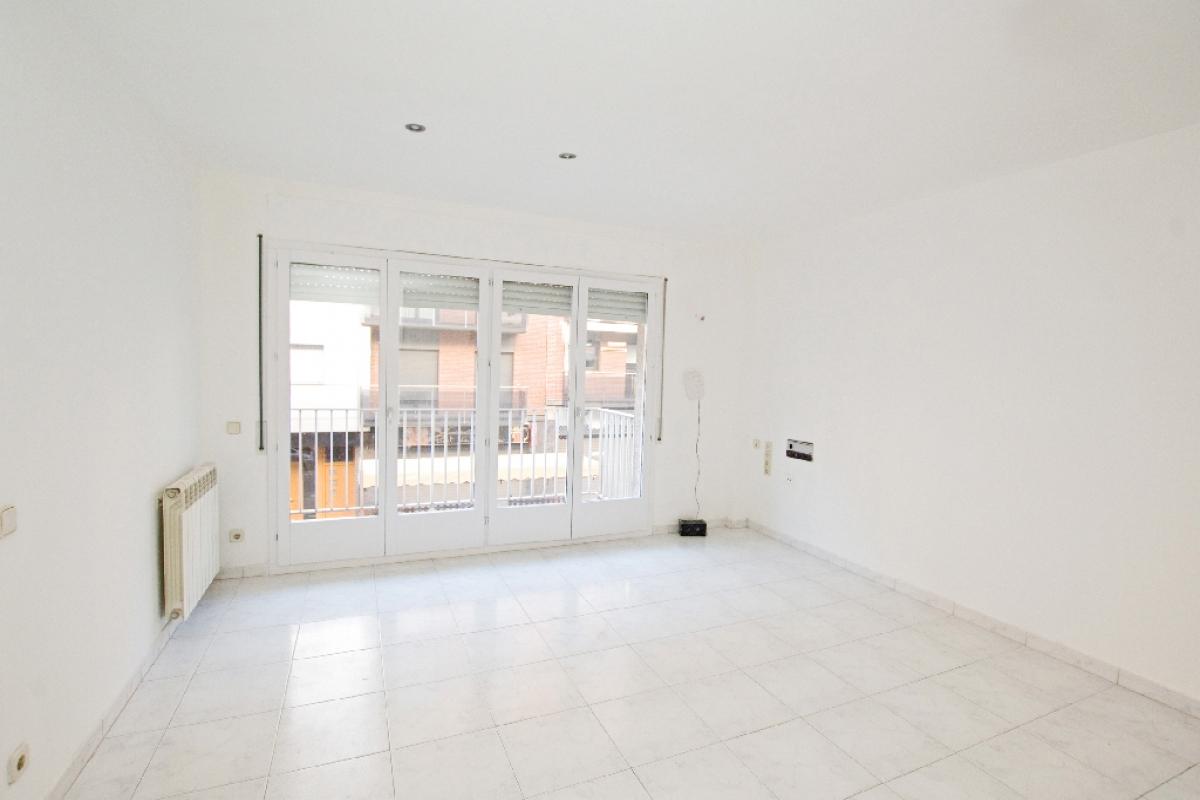 Piso en venta en Berga, Barcelona, Calle Salvador Espriu, 118.000 €, 3 habitaciones, 1 baño, 121 m2