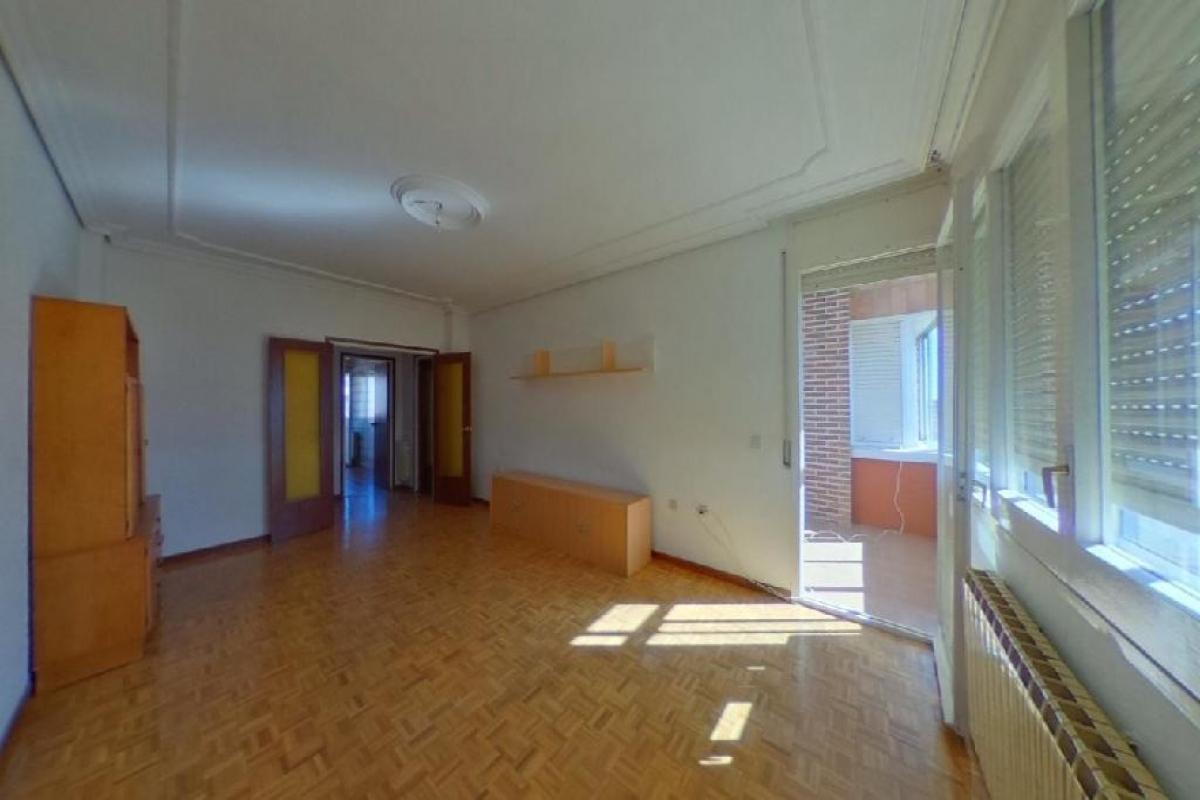 Piso en venta en Tudela de Duero, Valladolid, Calle Salegar, 69.500 €, 3 habitaciones, 124 m2