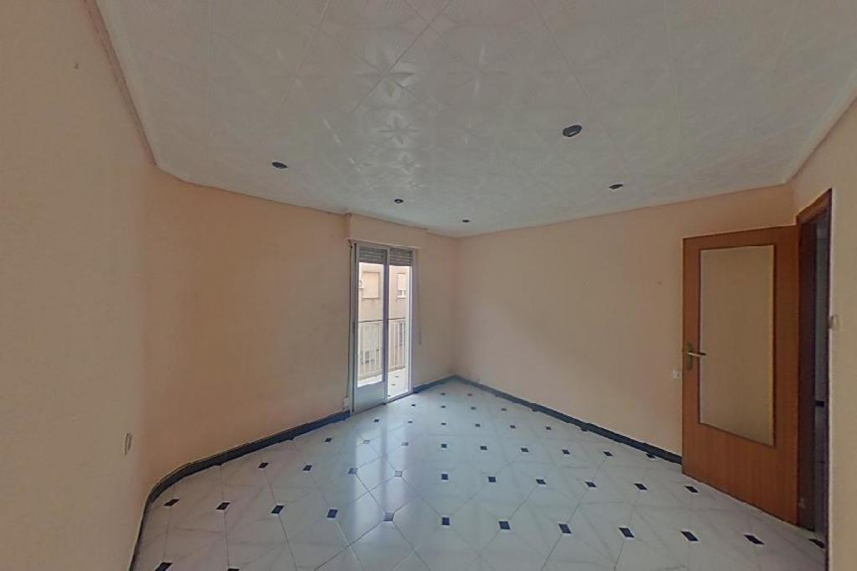 Piso en venta en Carrús Est, Elche/elx, Alicante, Calle Antonio Gomis Vicente, 45.000 €, 4 habitaciones, 1 baño, 125 m2