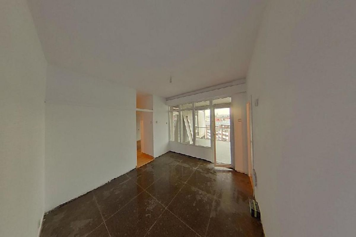 Piso en venta en La Corredoria Y Ventanielles, Oviedo, Asturias, Calle Llano Ponte, 125.000 €, 4 habitaciones, 2 baños, 148 m2
