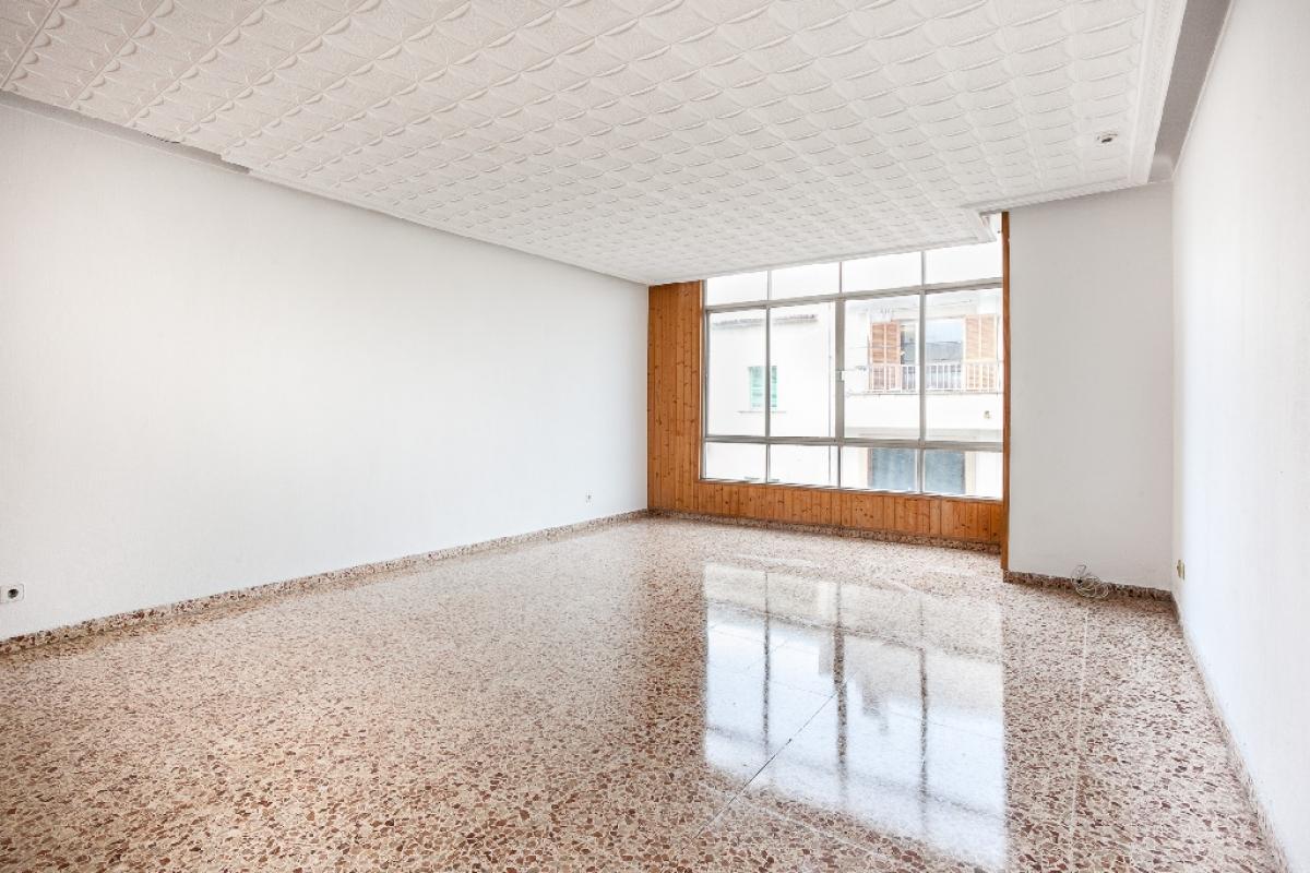 Piso en venta en Son Real, Palma de Mallorca, Baleares, Calle Sant Vicenç Ferrer, 158.000 €, 5 habitaciones, 2 baños, 157 m2