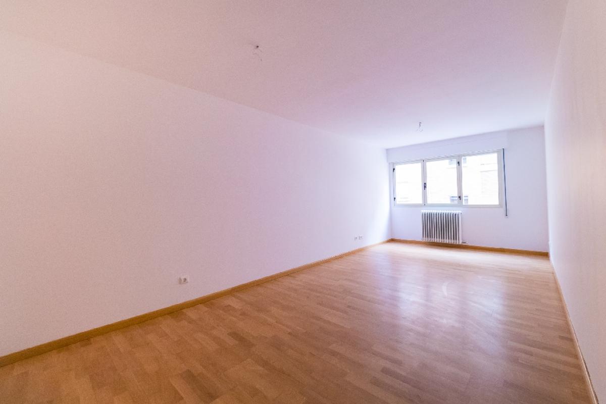 Piso en venta en Entre Ríos, Lardero, La Rioja, Calle Federico Garcia Lorca, 115.000 €, 3 habitaciones, 2 baños, 112 m2