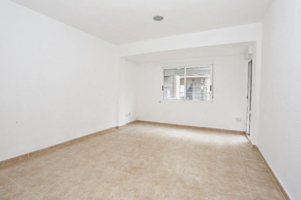 Piso en venta en Gandia, Valencia, Calle Ferrocarril de Alcoy, 57.000 €, 4 habitaciones, 2 baños, 117 m2