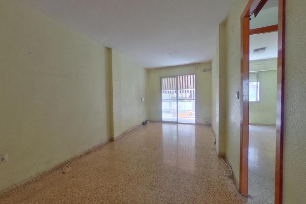 Piso en venta en Gandia, Valencia, Calle Ferrocarril Dalcoi, 78.000 €, 3 habitaciones, 2 baños, 111 m2