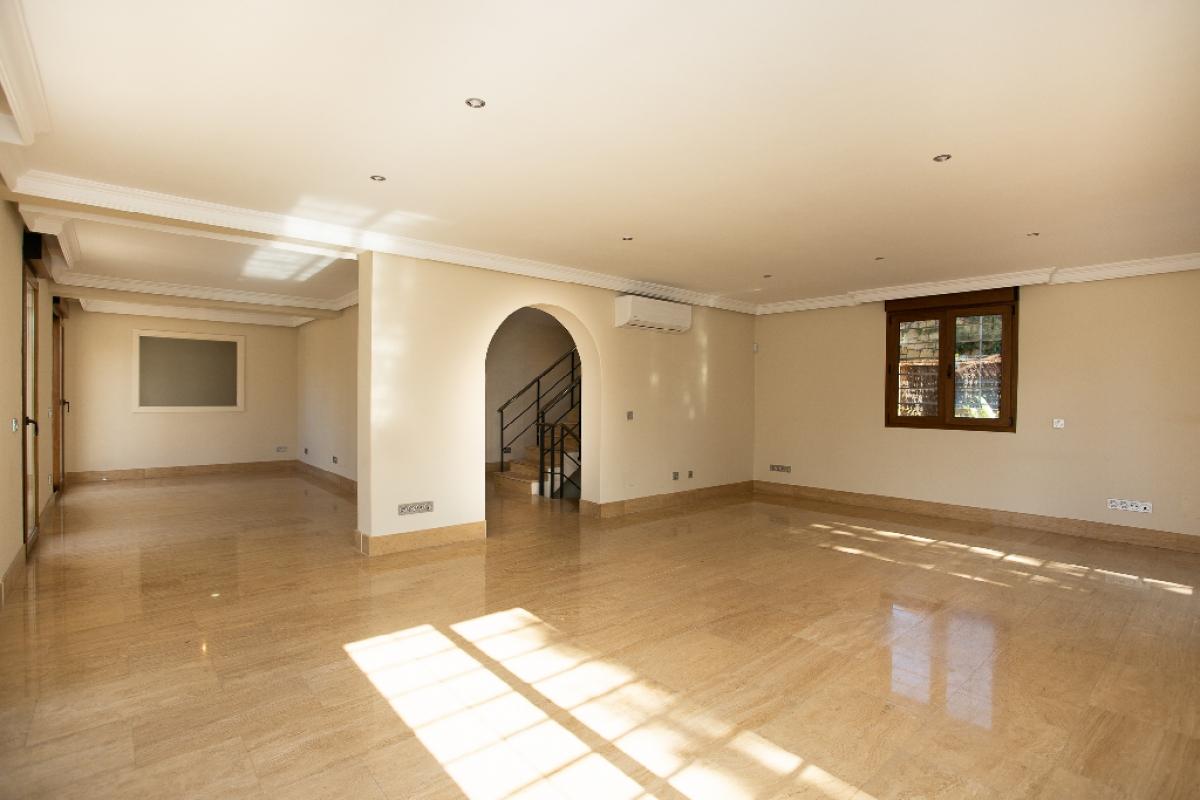 Casa en venta en Nueva Andalucía, Marbella, Málaga, Calle la Magnolias, 1.081.500 €, 4 habitaciones, 4 baños, 348 m2