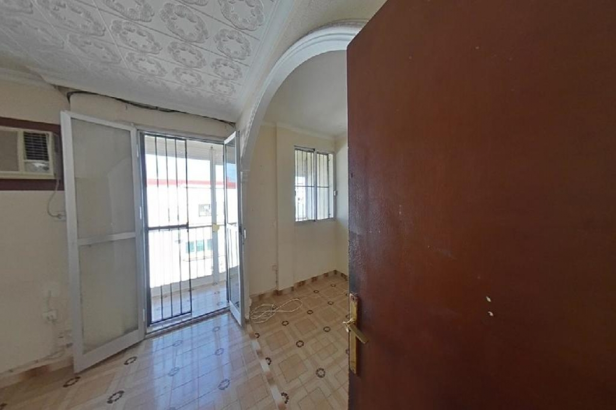Piso en venta en Distrito Macarena, Sevilla, Sevilla, Calle El Pedroso, 75.000 €, 2 habitaciones, 1 baño, 63 m2