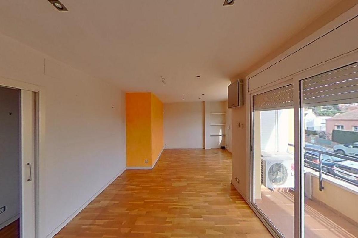 Piso en venta en Montjuïc, Girona, Girona, Calle Montjovi-montjuic, 199.800 €, 3 habitaciones, 1 baño, 127 m2