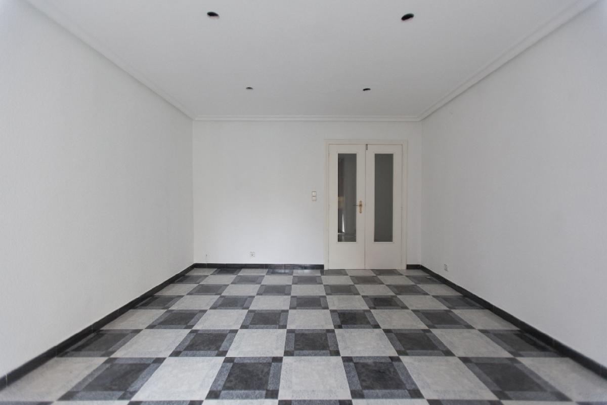 Piso en venta en Carrús Oest, Elche/elx, Alicante, Calle Mariano Perez Vives, 97.000 €, 3 habitaciones, 2 baños, 152 m2
