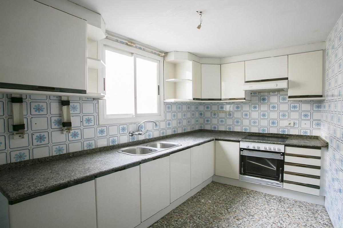 Piso en venta en Gandia, Valencia, Calle Lector Romero, 54.000 €, 3 habitaciones, 1 baño, 112 m2