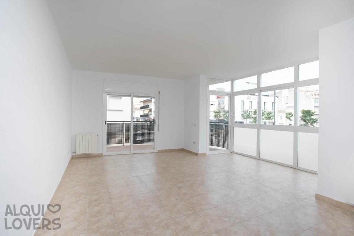 Piso en venta en L` Escala, Girona, Calle Ave Maria, 254.700 €, 4 habitaciones, 2 baños, 174 m2