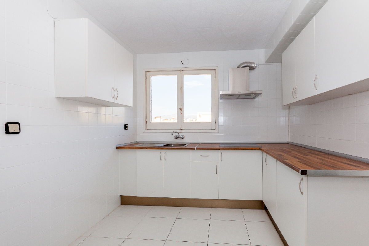 Piso en venta en Barrio los Tubos, San Vicente del Raspeig/sant Vicent del Raspeig, Alicante, Calle Bailen, 117.000 €, 4 habitaciones, 2 baños, 133 m2