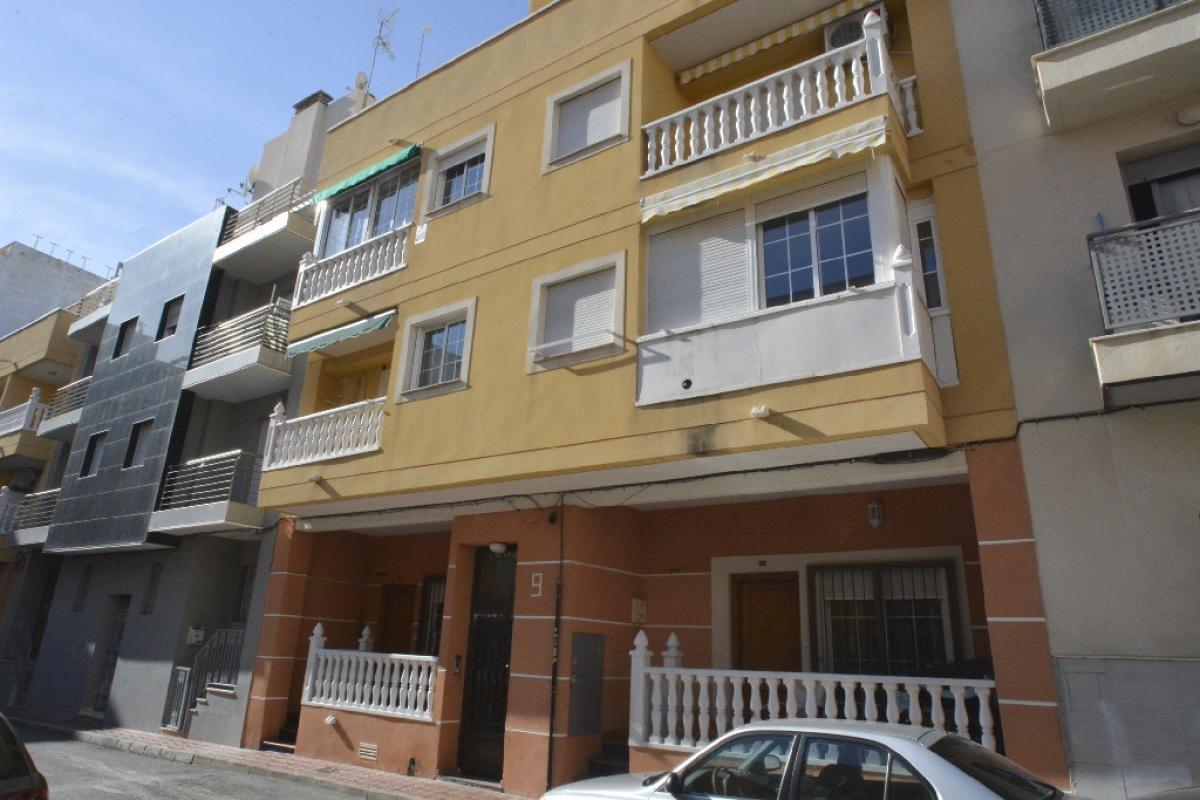 Piso en venta en Urbanización Calas Blancas, Torrevieja, Alicante, Calle Corbeta, 103.500 €, 2 habitaciones, 1 baño, 84 m2