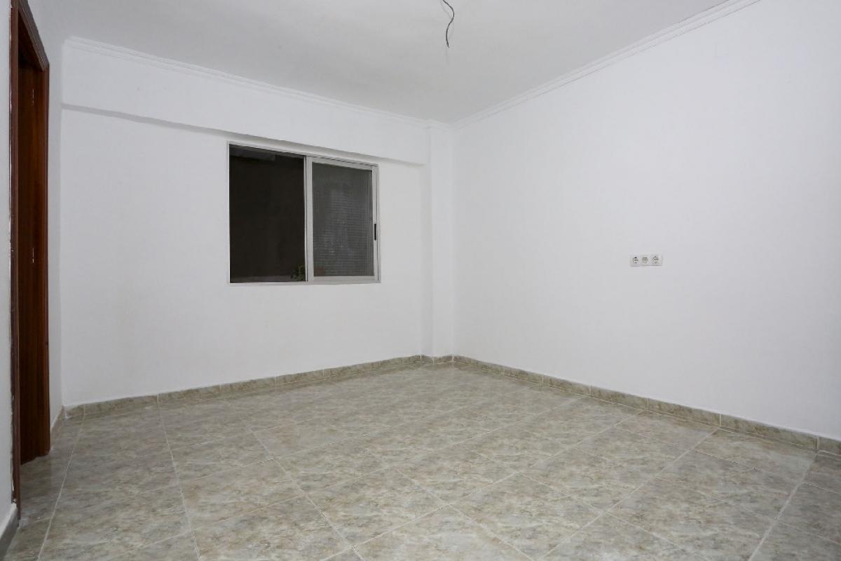 Piso en venta en Rascanya, Valencia, Valencia, Calle Arquitecto Tolsa, 87.500 €, 3 habitaciones, 1 baño, 64 m2