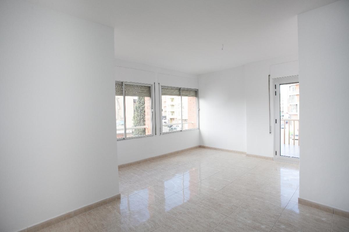 Piso en venta en Mas de Miralles, Amposta, Tarragona, Calle Sebastian Joan Arbo, 59.000 €, 2 habitaciones, 1 baño, 76 m2