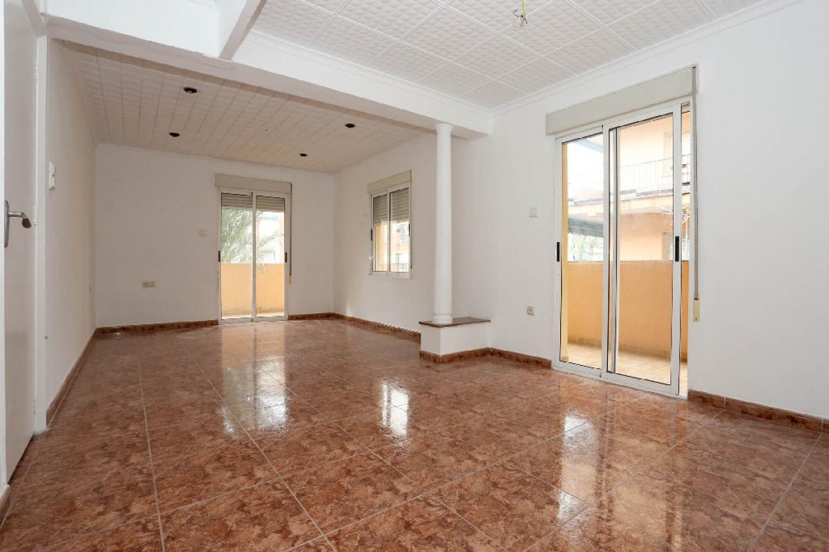 Piso en venta en Gandia, Valencia, Calle Republica Argentina, 64.500 €, 3 habitaciones, 1 baño, 95 m2