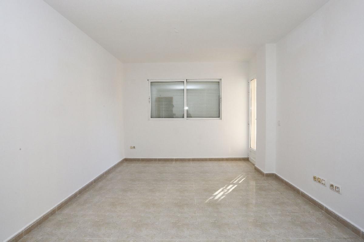 Piso en venta en Colonia Madrid - Foietes, Benidorm, Alicante, Calle Virgen de la Macarena (edif.monver Ix), 151.000 €, 3 habitaciones, 2 baños, 92 m2