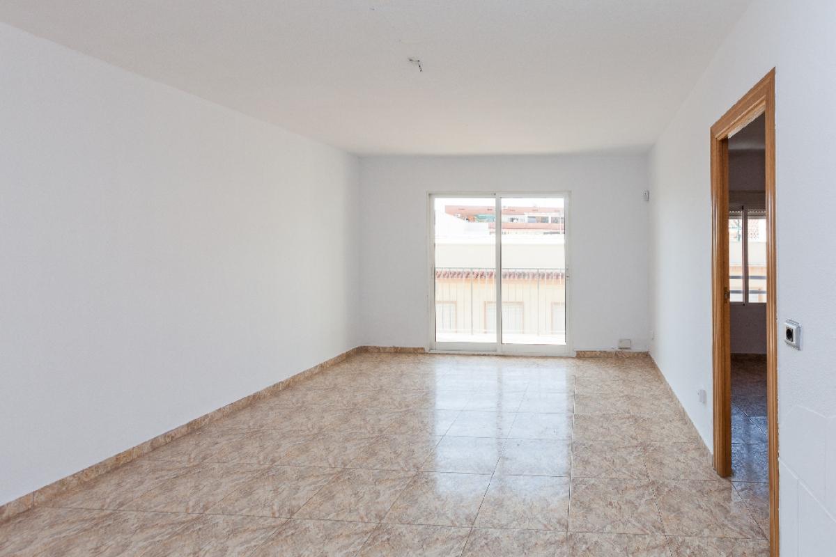 Piso en venta en Los Ángeles, Alicante/alacant, Alicante, Calle del Poeta Bansano, 69.000 €, 3 habitaciones, 1 baño, 81 m2