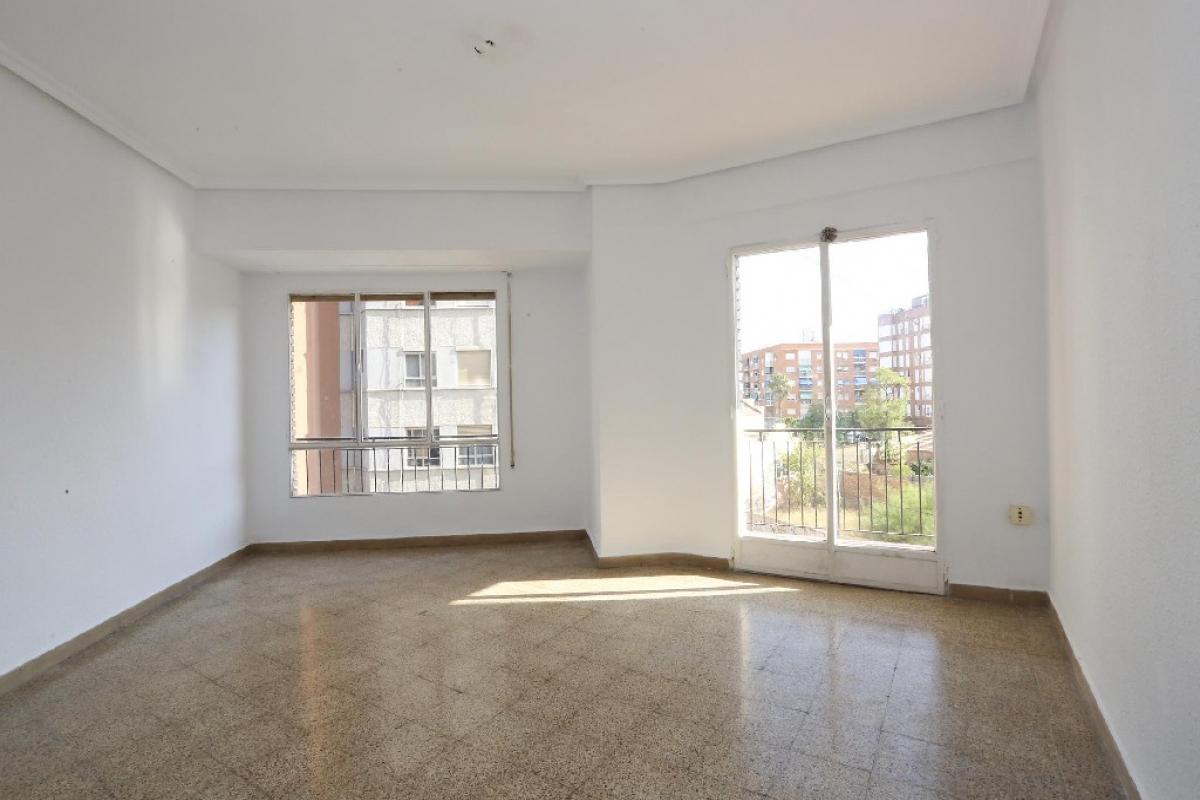 Piso en venta en La Saïdia, Valencia, Valencia, Calle Dr. Oloriz, 158.000 €, 3 habitaciones, 1 baño, 111 m2