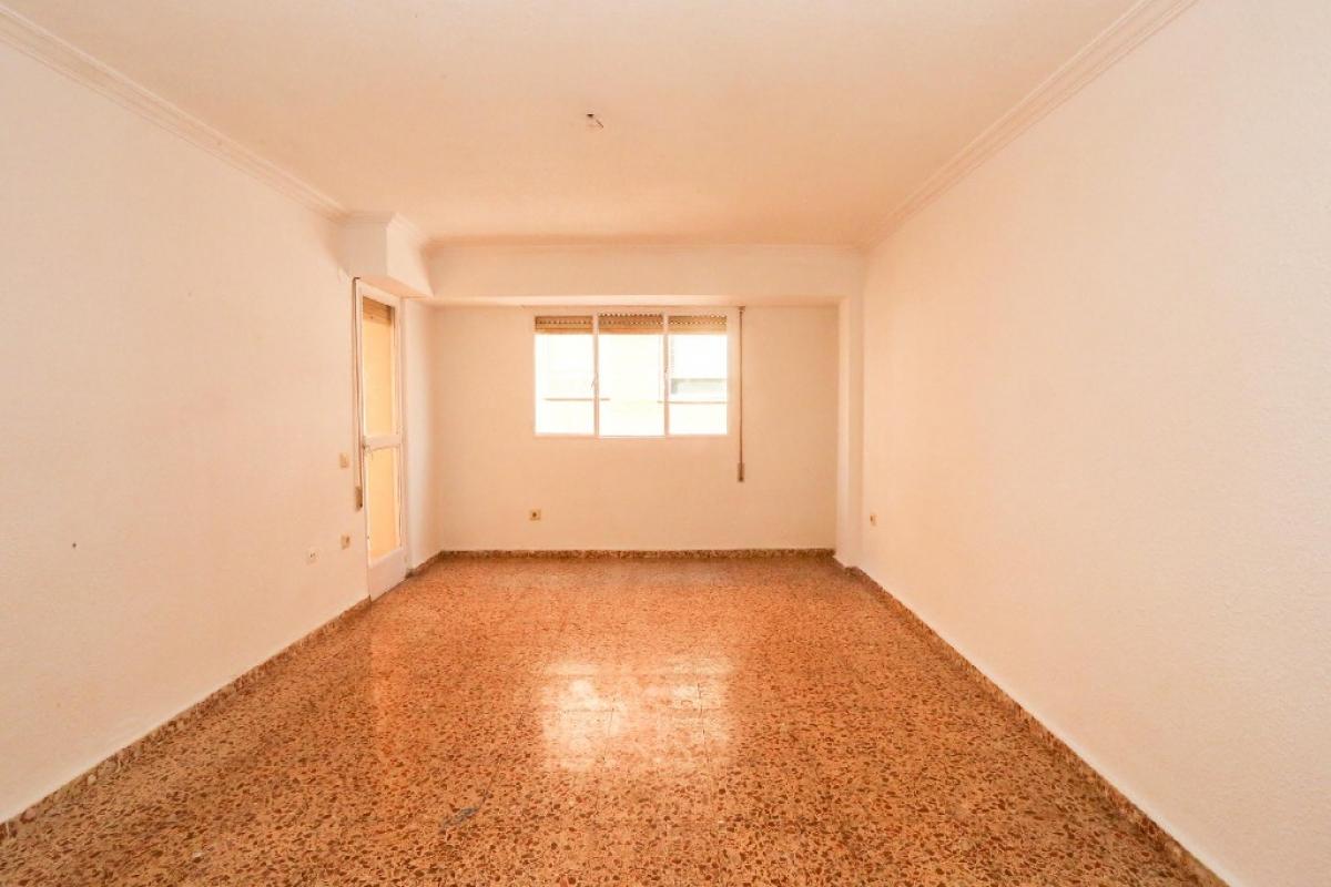 Piso en venta en Patraix, Valencia, Valencia, Calle Montesa, 145.000 €, 4 habitaciones, 1 baño, 127 m2