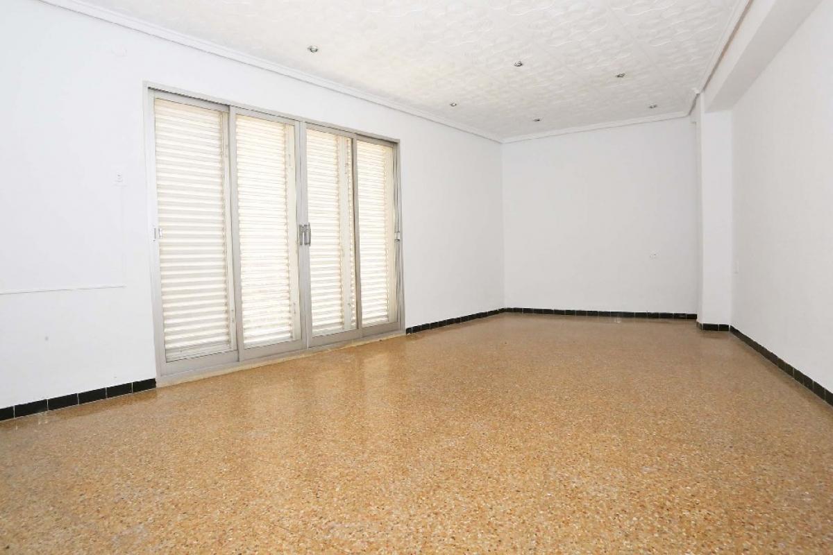 Piso en venta en Barrio de la Luz, Xirivella, Valencia, Calle Ramon Y Cajal, 86.000 €, 4 habitaciones, 1 baño, 122 m2