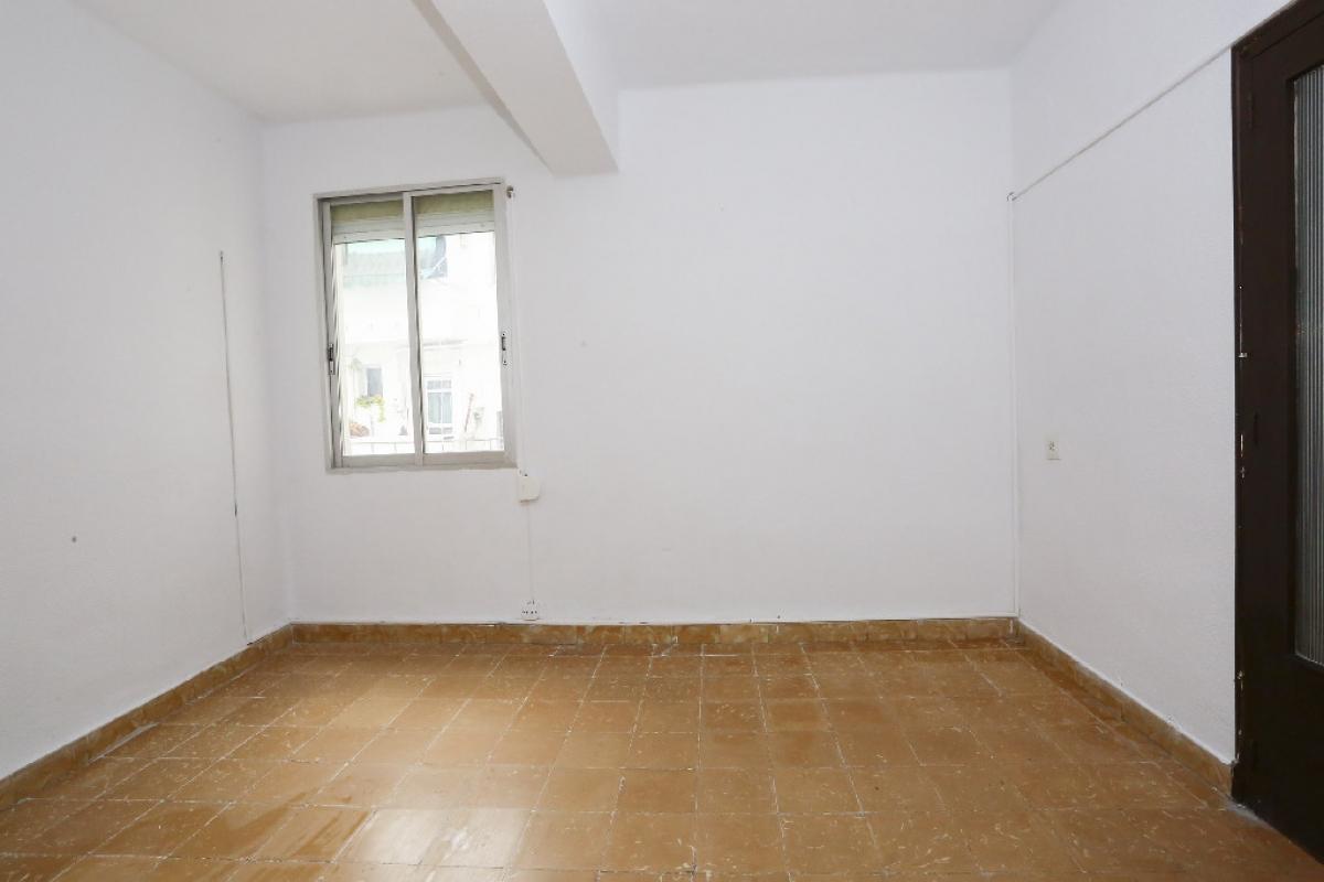 Piso en venta en Jesús, Valencia, Valencia, Calle San Marcelino, 71.500 €, 3 habitaciones, 1 baño, 67 m2